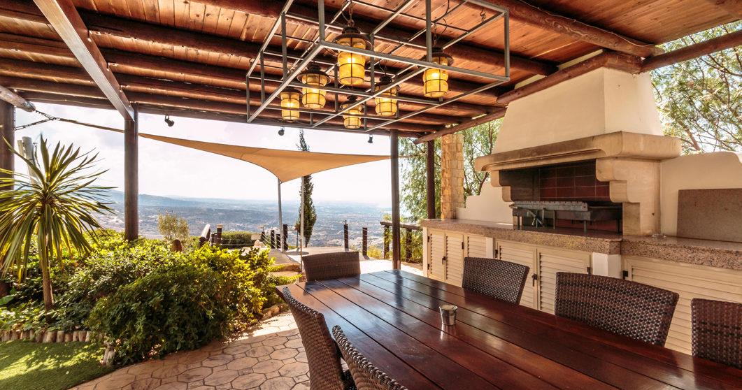 Villa with Barbecue