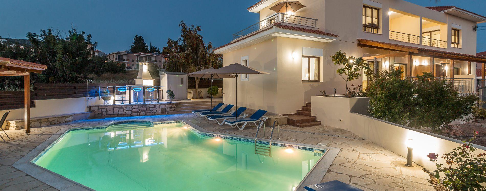 Arbnb villa at Peyia